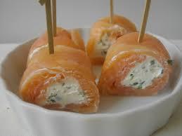 cuisiner saumon fumé recette petits roulés de saumon fumé au fromage cuisinez petits