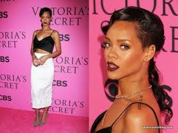 get the look rihanna 39 s glowing makeup and vy lips at the victoria 39 s