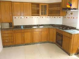 placard cuisine cuisine dans un placard ranger la cuisine astuces et produits