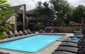 apartments in lexington ky creeks on kirklevington apartments sparkling resort style pool with fountains at the creeks on kirlevington in lexington 40517