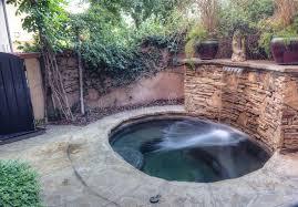 feng shui giardino stazione termale ovale della vasca calda con la cascata e la