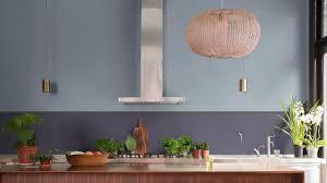 cuisine peinte en gris peinture dulux bleu gris la couleur de l ée côté