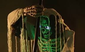 life size cauldron creeper animated prop mad about horror