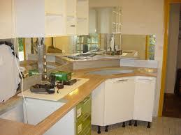 credence cuisine miroir crédence miroir et solution d angle pour cette cuisine façades