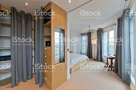 chambre de garde photo de chambre garderobe intérieur de la chambre à coucher moderne