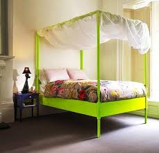 neutral wall color with bright green canopy bed for chic bedroom