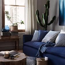 canapé bleu marine tendance déco 5 façons d adopter le bleu marine salons