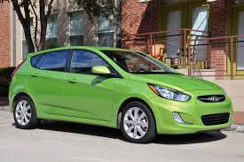 hyundai accent green car buyinghyundaiaccent hatchbackreview leftlanenews