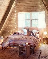 chambre avec mur en lit en sous pente 24 idées d aménagement géniales