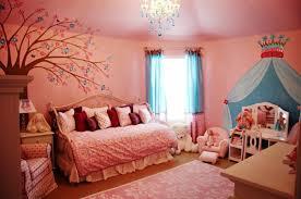 schöne kinderzimmer schöne wandbilder für kinderzimmer mit einer krone chambre d