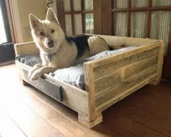 faire un canapé avec un lit lits pour chien en palette bois à réaliser soi même