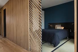 claustra bureau amovible mur et porte coulissante en claustra tasseaux de bois sur châssis