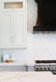 Arabesque Backsplash Tiles Design Ideas - White glass backsplash tile