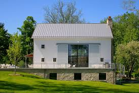 nice simple design of the barn house design that has small size