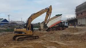 heavy equipment excavators operator extreme excavators working