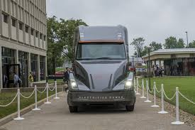 electric company truck cummins reveals electric big rig before tesla bestcarsfeed