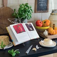 lutrin de cuisine un lutrin de cuisine à bas de cintre et fil de fer