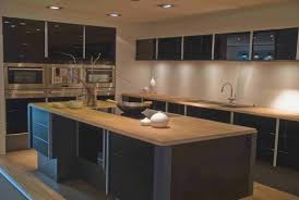 cuisine noir mat et bois cuisine noir plan de travail bois hostelo