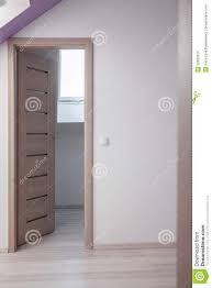 porte chambre porte en bois beige de chambre à coucher photo stock image du