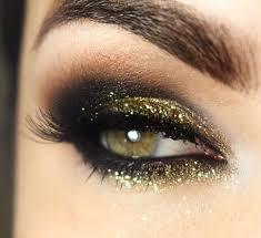 maquillage mariage yeux bleu maquiller ses yeux avec des paillettes pour les fêtes cristina