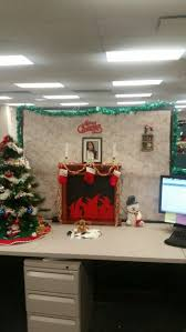 christmas desk decoration ideas 158 best cubicle holiday decorating images on pinterest cubicle