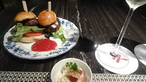 m cuisine hour at the m lounge ร ปถ ายของ แบงค อก แมร ออท มาก ส คว น