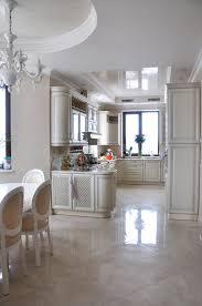 cuisine blanche classique cuisine blanche classique avec diner image stock image du