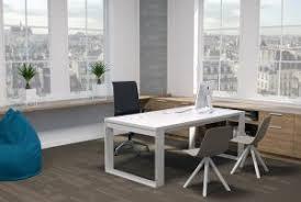 bureau sur des bureaux sur mesure pour professionnels à