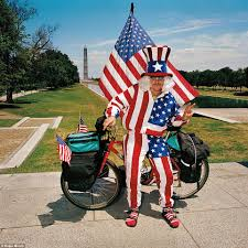 Usa Flag Cape Hilarious Photographs Capture Sightseeing Tourists Enjoying
