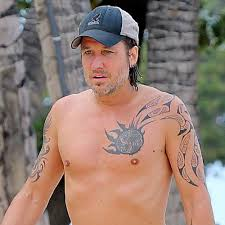 keith urban shirtless in hawaii pictures popsugar celebrity