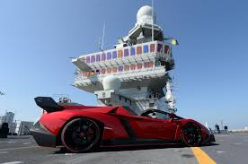 Lamborghini Veneno Features - lamborghini debuts veneno roadster on italian aircraft carrier