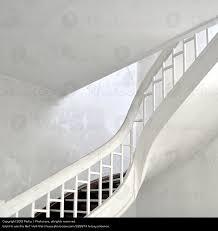 weiãÿe treppe weiße treppe alt ein lizenzfreies stock foto photocase