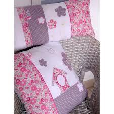 coussin chambre bébé coussin pour chambre bébé fille liberty fleurs pois papillons