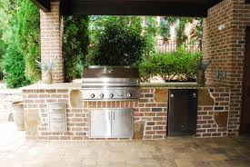 a nice brick laid outdoor kitchen by peach state pool builders