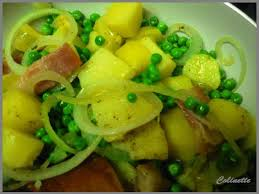 cuisiner les petit pois poelée de petits pois aux lardons et pommes de terre pour un tour en