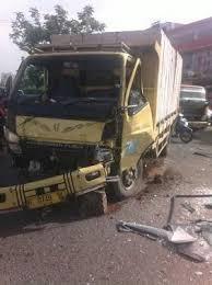 Kas Rem Mobil Belakang rem blong truk seruduk mobil di jl margonda depok