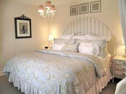 Shabby Chic Blue Paint by Modern Chic Bedroom Ideas Floral Pattern Quilt Brown Wall Paint