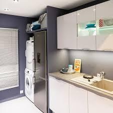 machine a laver dans la cuisine astuces pour aménager une buanderie dans la cuisine but
