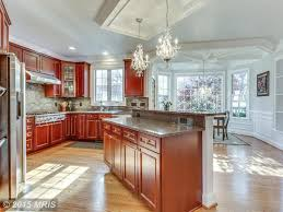 Wainscoting Backsplash Kitchen by Traditional Kitchen With U Shaped U0026 Crown Molding In Vienna Va