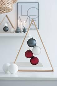 erste weihnachtsdeko ein diy weihnachtsbaum für minimalisten