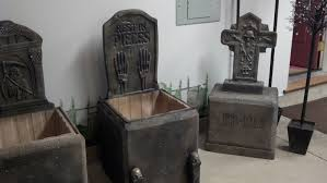 tombstones made from styrofoam coolers halloween haunted house