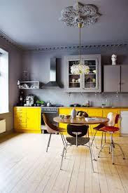 cuisine jaune et grise deco cuisine mettre de la couleur dans sa cuisine jaune vif