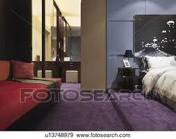 moquette chambre à coucher banque de photographies pourpre moquette dans moderne chambre