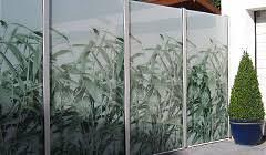 balkon sichtschutz aus glas glas im garten