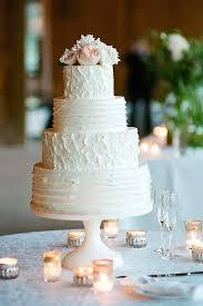 buttercream wedding cake decorating ideas monogram close up