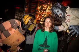 Halloween Horror Nights Frequent Fear Pass by See Which Celebrities Have Turned Out For The Scares At Universal