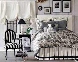 Bedding Decorating Ideas High Contrast Bedroom Decorating With Modern Bedding Sets In Black