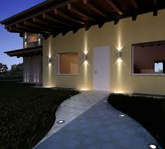 illuminazione a pavimento l esterno di una casa illuminato con led a pavimento e in
