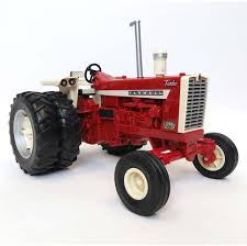 16th big farm international harvester 1206 tractor with duals