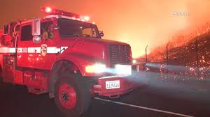 Fire Evacuations Nz by Anaheim Hills Fire Fast Moving Fire Burns Homes Prompts